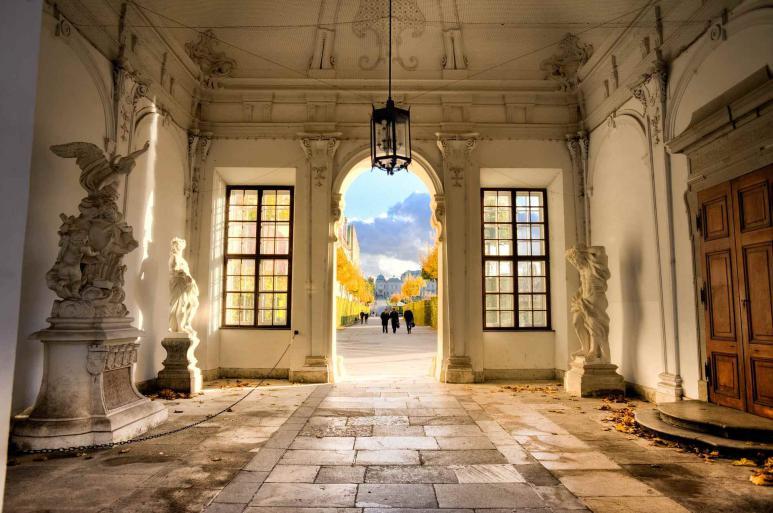Schloss Belvedere in Wien von innen, Statuen und Mauerwerk
